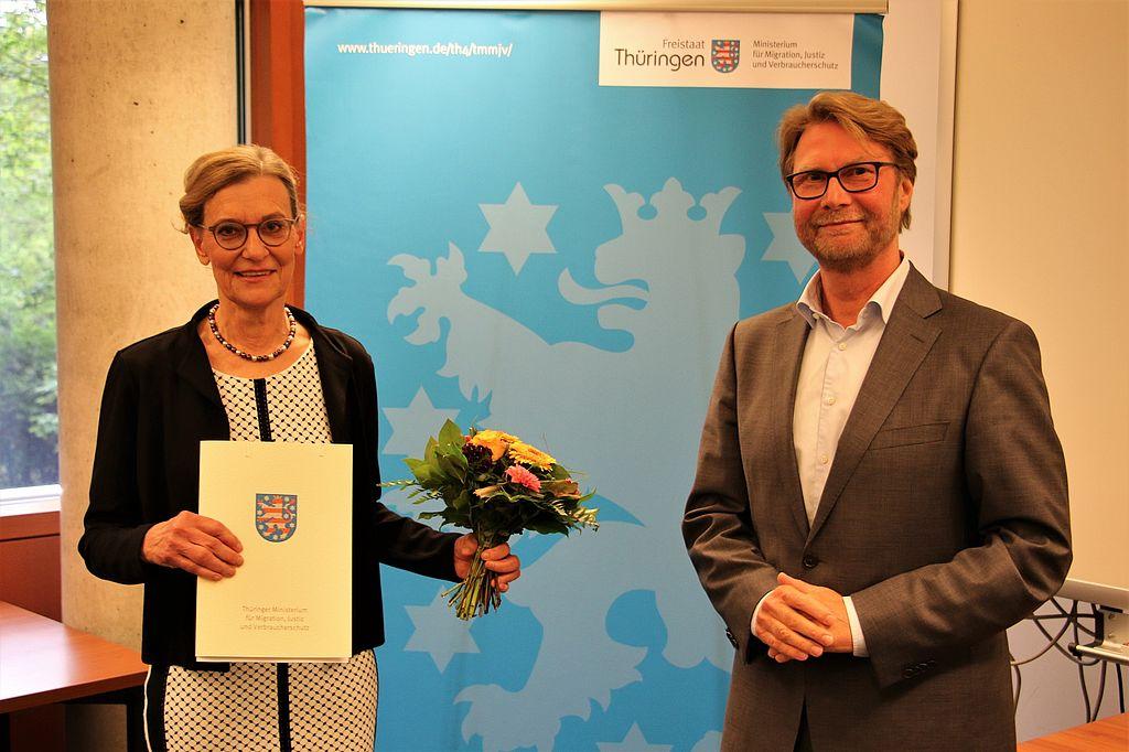 Astrid Baumann, die neue Präsidentin des Thüringer Oberlandesgerichts und Justizminister Dirk Adams