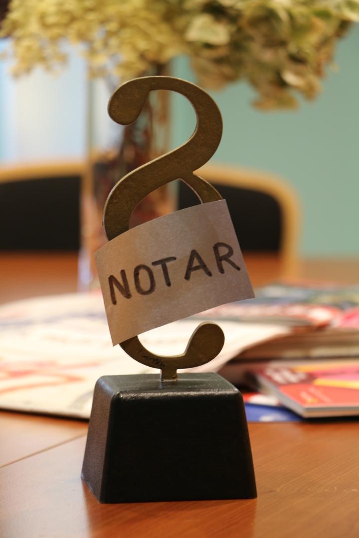 Paragraphenzeichen mit der Aufschrift Notar