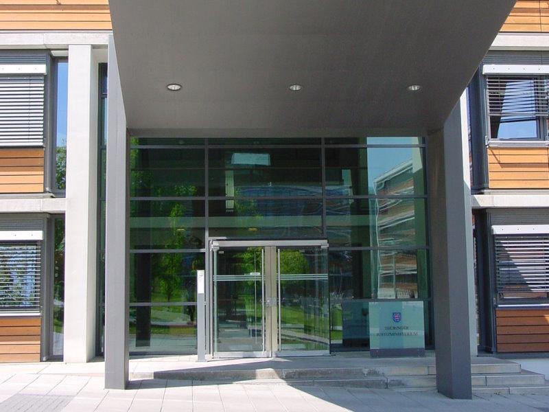 Eingangsbereich des Thüringer Ministeriums für Migration, Justiz und Verbraucherschutz