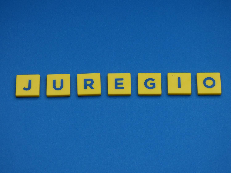 Logo gelb auf blau Juregio