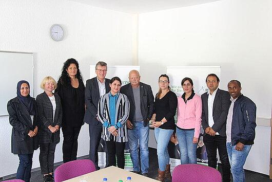 Minister Lauinger mit weiteren Personen im Rahmen ddes Besuchs der Migrationsberatung Arnstadt