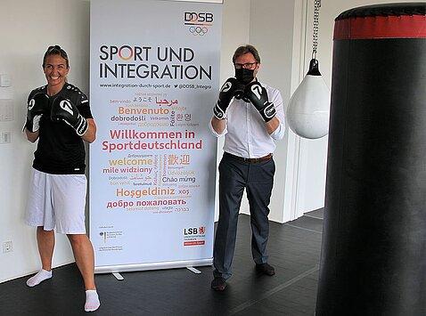 Minister Dirk Adams und die mehrfache Boxweltmeisterin Nikolina - Nikki Adler - Orlovic.