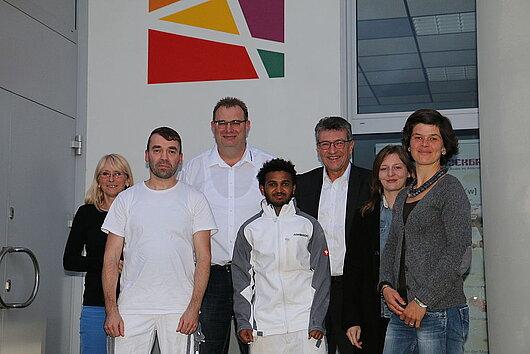 Minister Lauinger mit sechs weiteren Personen der Firma Ambrock GmbH